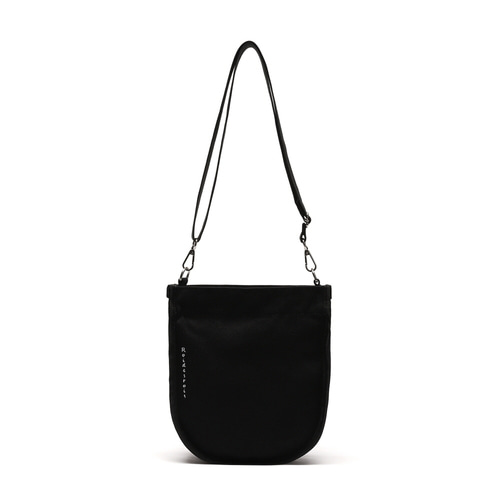 [#아울렛 한정_특가상품]HALF MOON MINI CROSS BAG (BLACK)