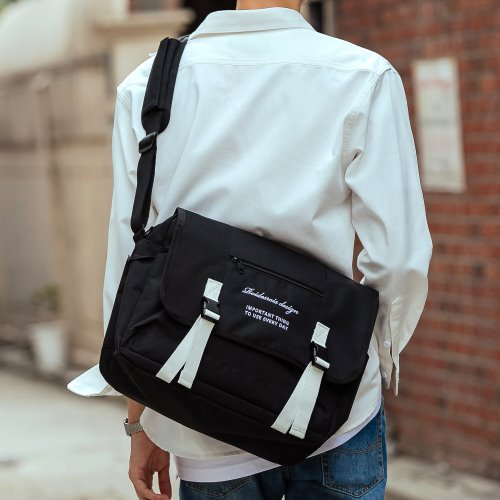 CLAP CLAP MESSENGER BAG (BLACK/WHITE)