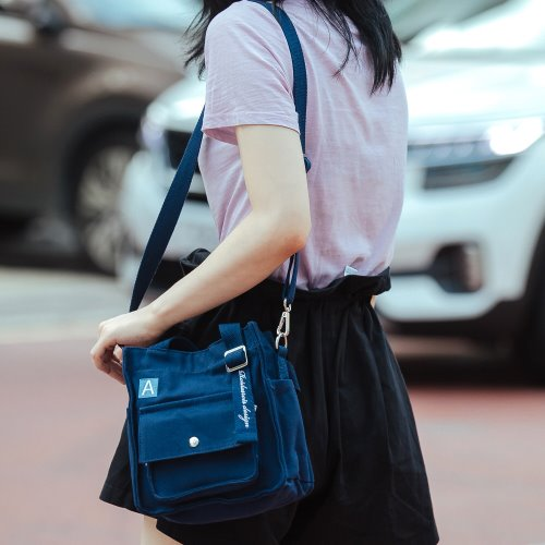 MINI A LABEL CROSS BAG (NAVY)