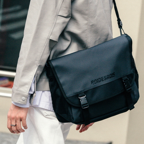 SIGNATURE LOGO MESSENGER BAG (JET BLACK)