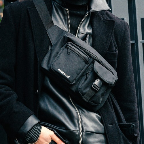 ALPHA BUCKLE WAIST BAG (BLACK)