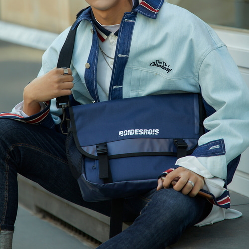 [창고개방]SIGNATURE LOGO MESSENGER BAG (NAVY)
